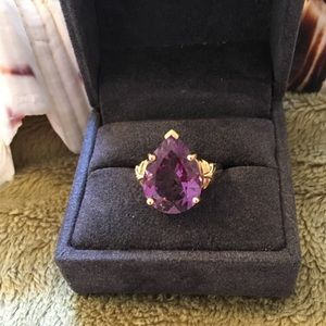 Jewelry - 14kt Yellow Gold and Amethyst Ring